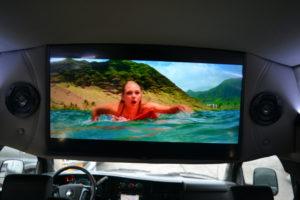 "Samsung 32"" Class Q50R Series LED 4K UHD Smart Tizen TV Conversion Van land"