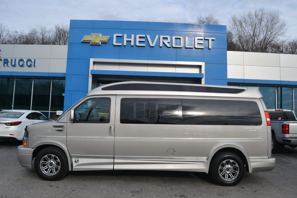 1GCWGBFG9J1326574 Mike Castrucci Chevrolet Conversion Van Land 1099 Lila Ave Milford OH 45150