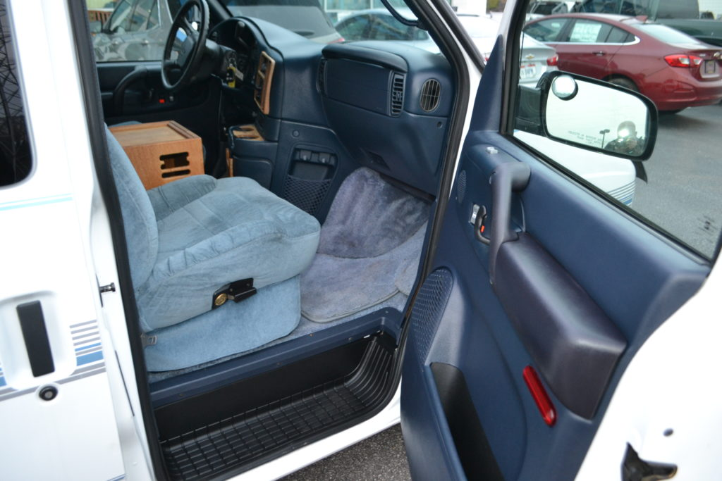 1999 Chevy Astro AWD - Rockwood Conversion - Mike Castrucci