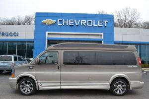 1GCWGBFG0J1338242 Explorer Van