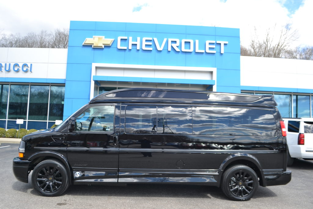 4X4 9 Passenger Van Black out Package 1GCWGBFG7K1210582