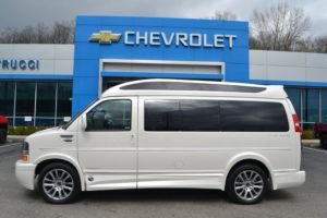 1GCWGAFG7K1327556 Pearl White Explorer Hi-Top Van