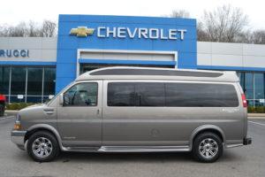 Four Wheel Drive Explorer Van 9 Passenger