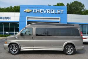 1GCWGBFG8K1343531 Mike Castrucci Chevrolet Conversion Van Land