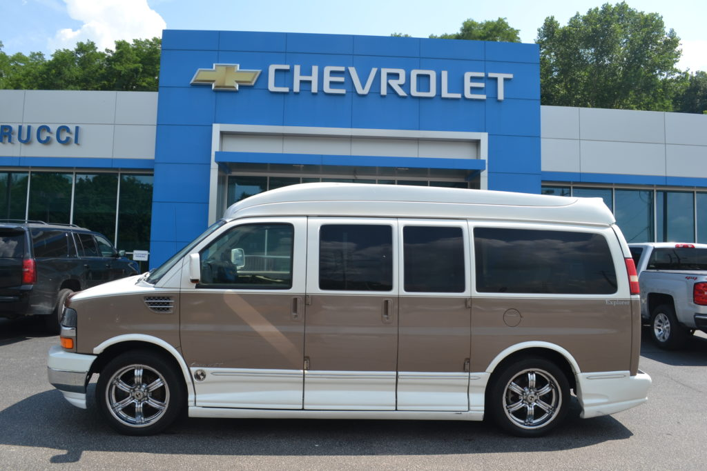 2008 Chevrolet Express Explorer Limited X-SE Hi top 81111575 Pearl White Copia Paint Conversion Van Land