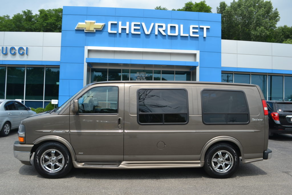 2014 AWD Explorer Low top Van