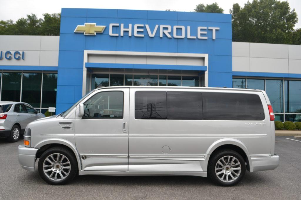 1GCWGAFG9K1342463 Explorer Van