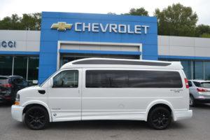 1GCWGBFGXK1346382 2019 Chevrolet Express 4X4 9 Passenger Explorer Van