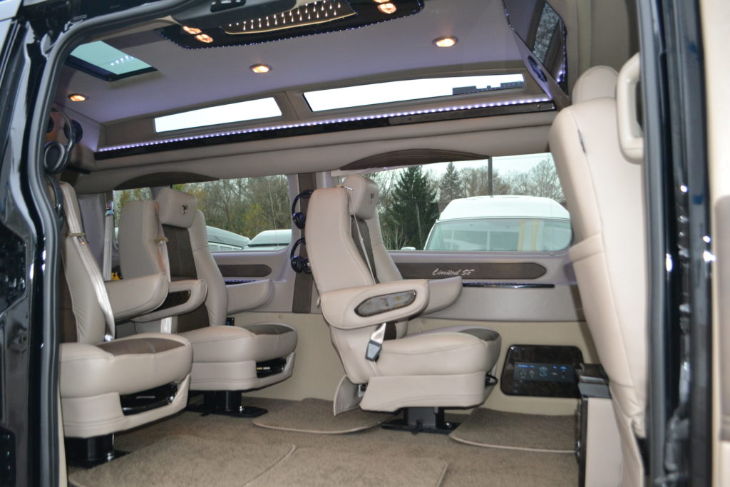 2019 Ford Transit 150 9 Passenger Explorer Limited Se Vc