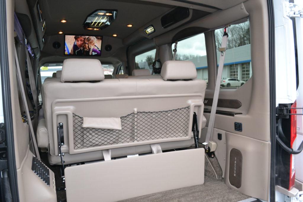 2018 Ford Transit 250 MR 9 Passenger - Explorer Limited SE