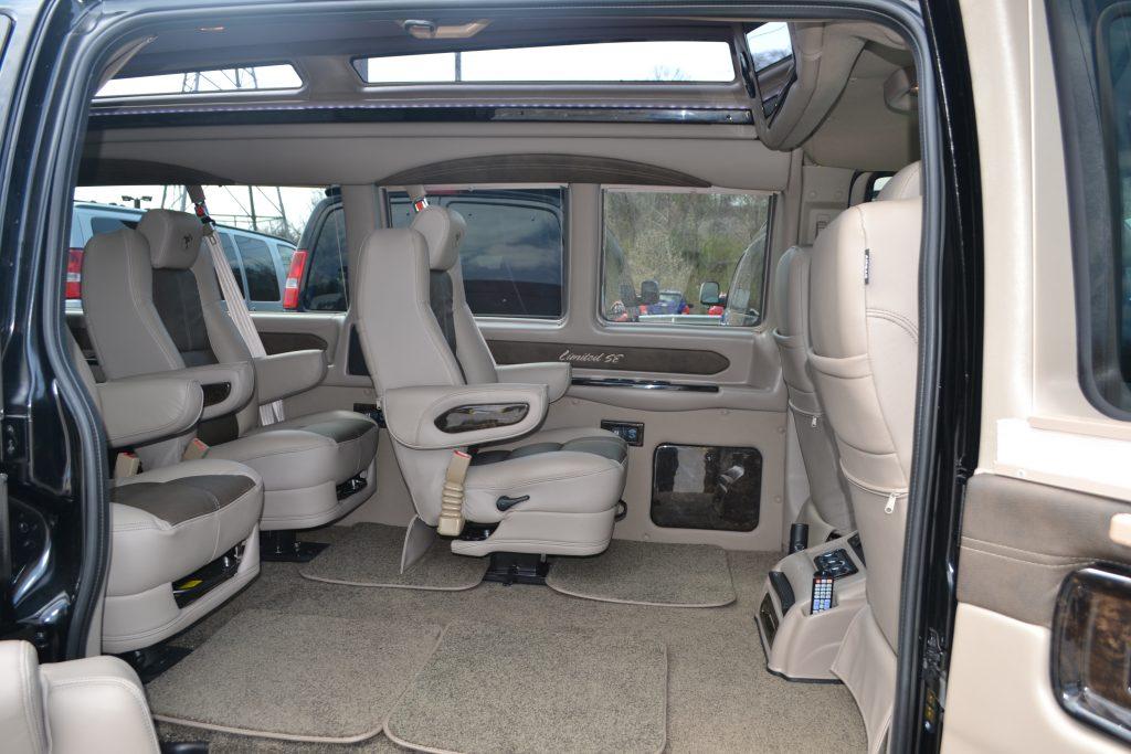 2017 Chevy Express 9 Passenger Explorer Limited X Se Vc