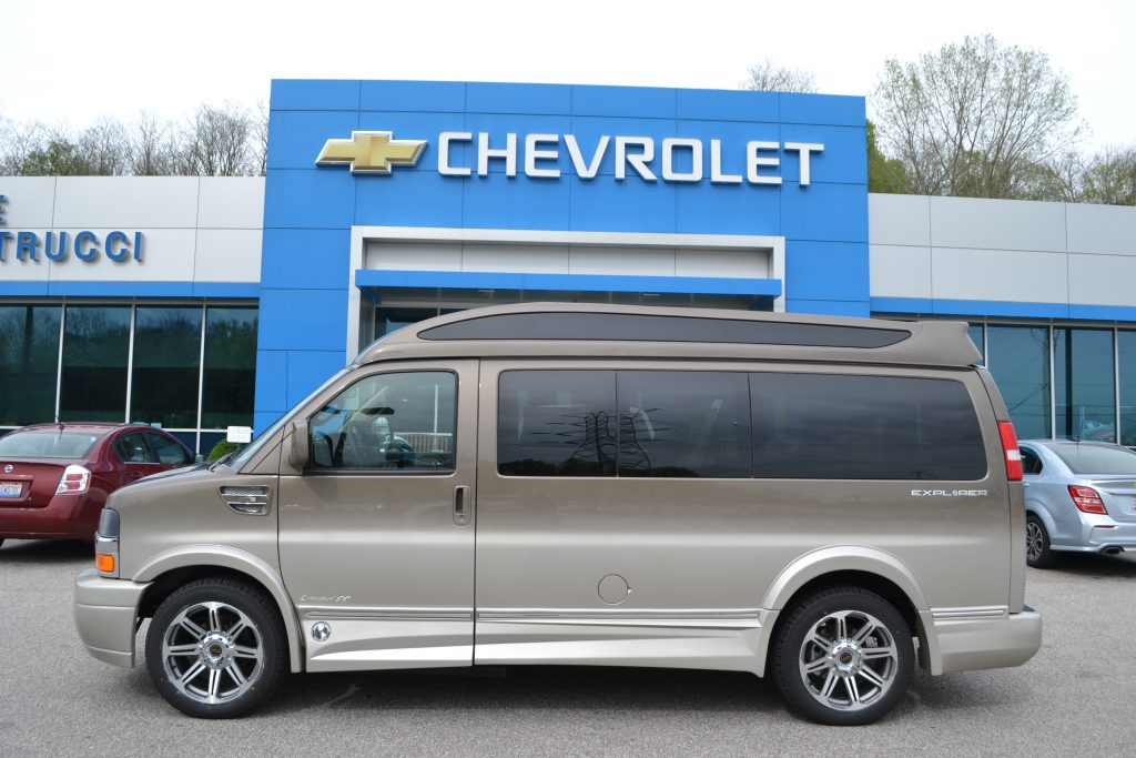 2017 Chevrolet Express Explorer Limited X-SE Brownstone Metallic Fade to Dk Pearl
