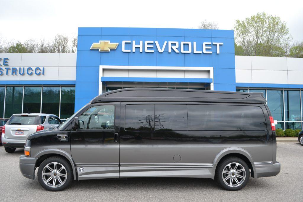 2017 Chevrolet Express 9 Passenger Black Fade Explorer Limited X-SE VC H1135069