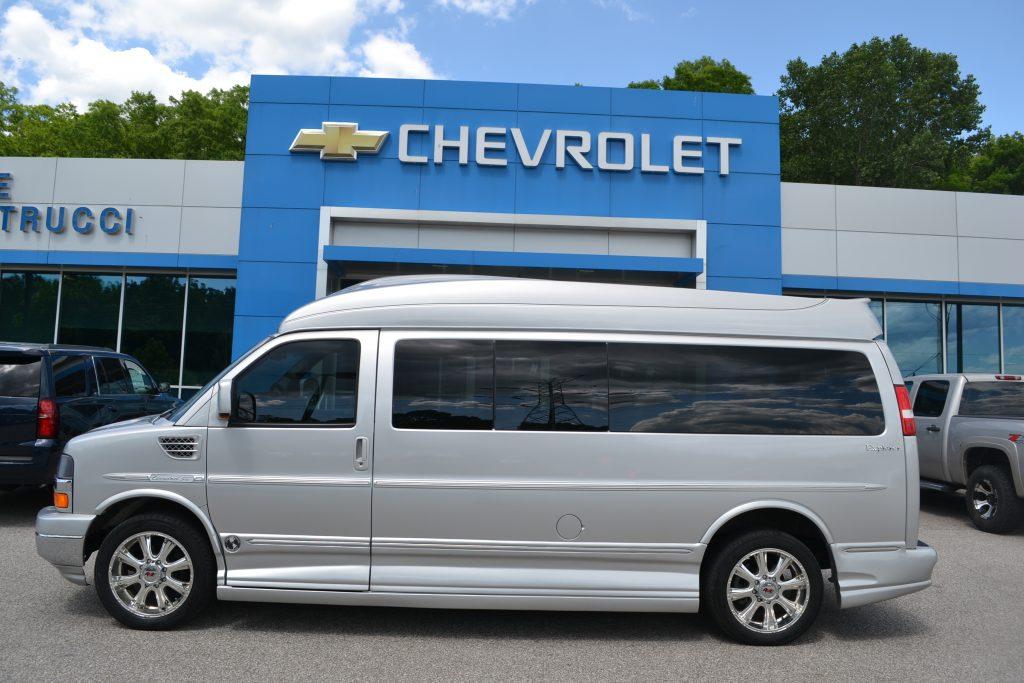 2012 Silver 9 Passenger Explorer Limited X-SE Conversion Van Land