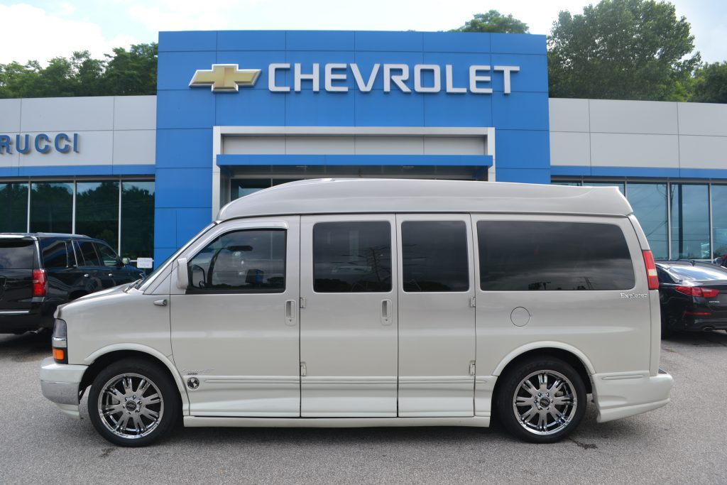 2007 AWD Chevrolet Express, Explorer Limited X-SE Silver Birch Fade Paint