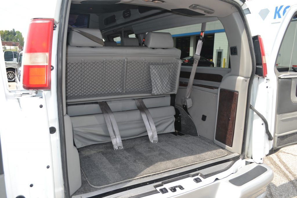 2009 Chevrolet Express 9 Penger Explorer Limited X Se Hi Top Van Rear Cargo Area Sofa Slide Forward