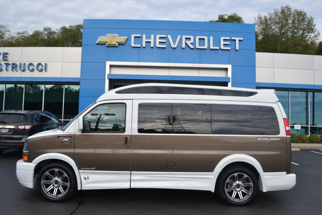2017 Chevrolet Express Explorer Limited X-SE Explorer Conversion Van White Brownstone Copia H1308862