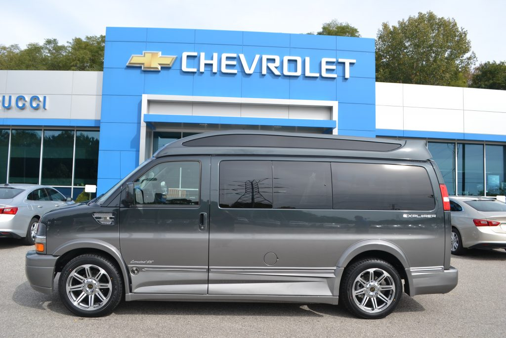 2017 Chevrolet Express, Explorer Limited X-SE Graphite Metallic Fade to Gray