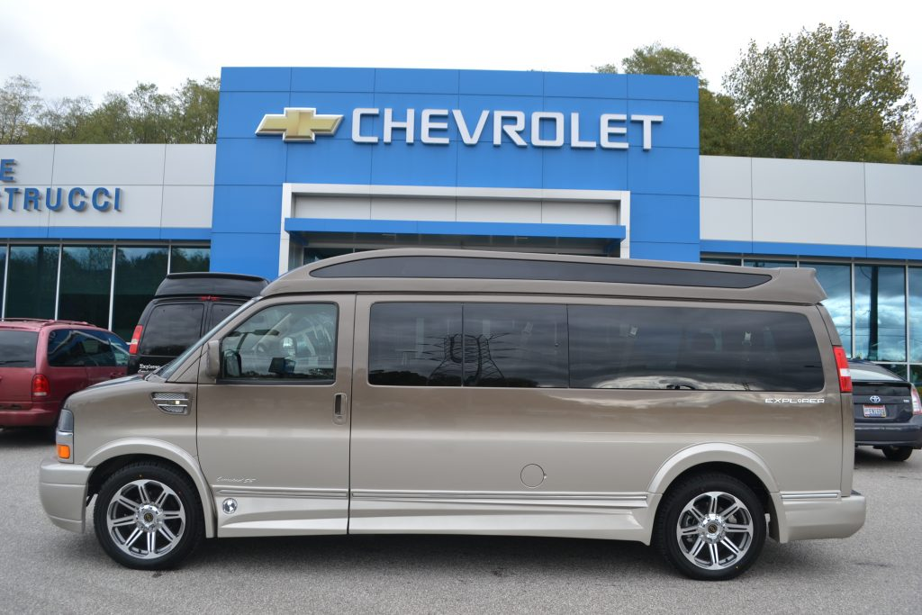 2016 Chevrolet Express, Explorer Limited X-SE 9-Passenger Hi top Brownstone Fade to Dark Pearl