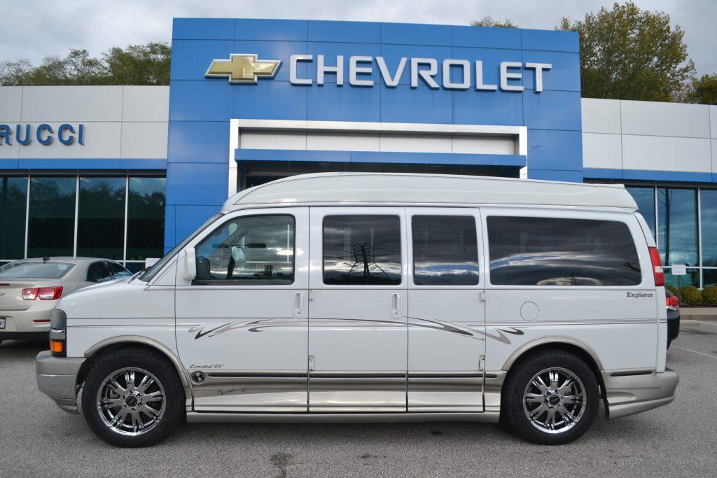 2005 Chevrolet Express Explorer Limited X-SE White 46,556 Miles Mike Castrucci Chevrolet